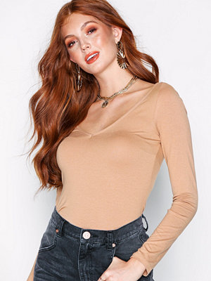 NLY Trend Flirty Shoulder Top Mörk Beige