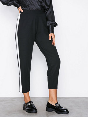 NLY Trend svarta byxor Stripe Suit Pants Svart