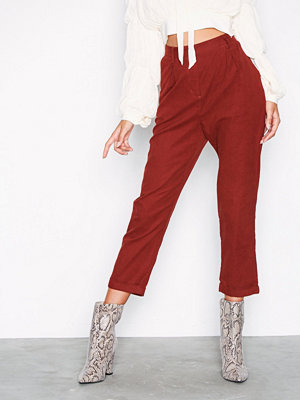 Glamorous mörkröda byxor Corded Straight Pants Red