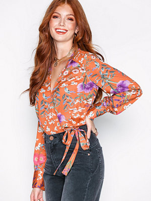 NLY Trend Wrap Blouse Orange/Mönstrad