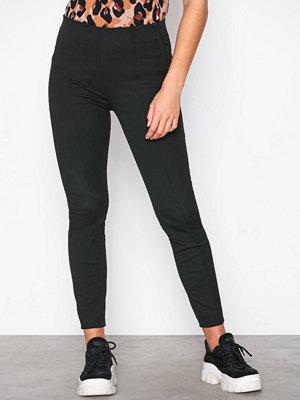 Selected Femme svarta byxor Slfilue Mw Pintuck Pant Black B