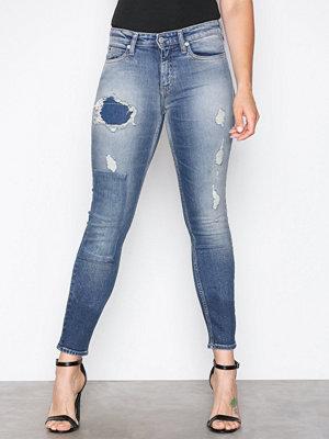 Calvin Klein Jeans CKJ 011: Mid Rise Skinny Denim