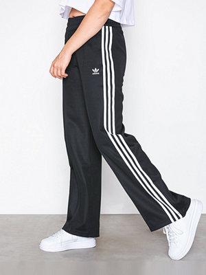 Adidas Originals svarta byxor med tryck Contemp BB Tracksuit Pant Svart