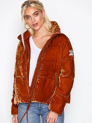 Odd Molly röd bomberjacka embrace velvet jacket