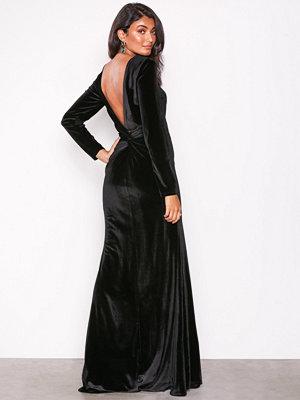 NLY Eve Twist Back Velvet Gown Svart