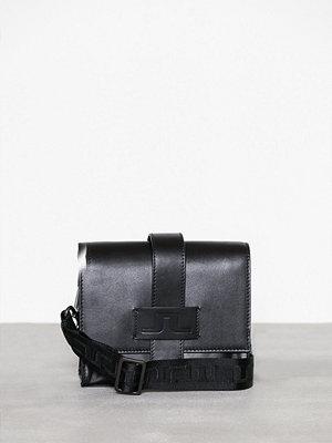 J. Lindeberg axelväska S-BAG 50083 Cow Leather Svart