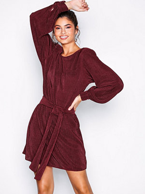 NLY Trend Belted Pleated Dress Burgundy