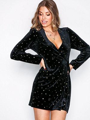 NLY Trend Velvet Star Dress Svart