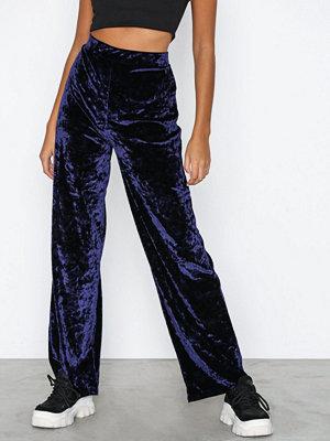 NLY Trend marinblå byxor Crushed Velvet Pants