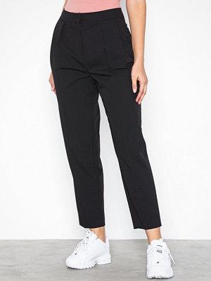 Topshop svarta byxor Pleated Peg Leg Trousers Black