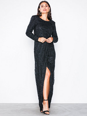 NLY Eve Padded Sequin Lace Gown Svart