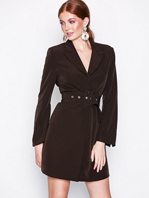 NLY Trend Sharp Suit Dress Mörk Brun