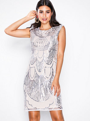 NLY One Art Deco Dress Ljus Rosa