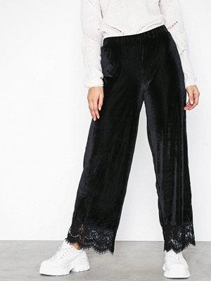 Pieces svarta byxor Pckera Mw Cropped Pants
