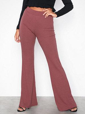 NLY Trend omönstrade byxor Rib Show Pants Brun