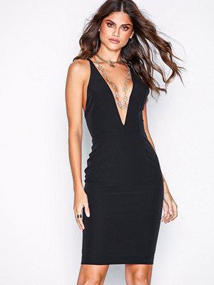 NLY One Deep Plunge Dress Svart