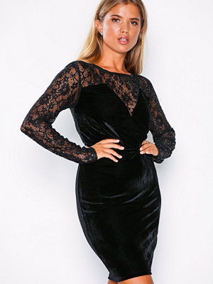 NLY Eve Lace Instert Velvet Dress Svart