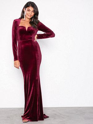 NLY Eve Sweetheart Neckline Velvet Gown Burgundy