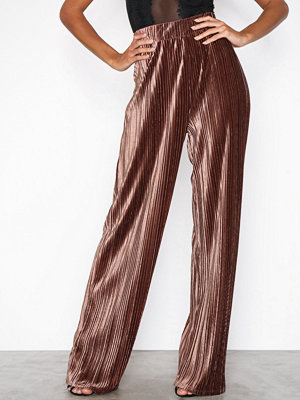 NLY Trend beige byxor Pleated Velvet Wide Pants Brun