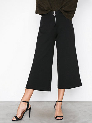 New Look svarta byxor Ring Pull Zip Front Crepe Culottes Black