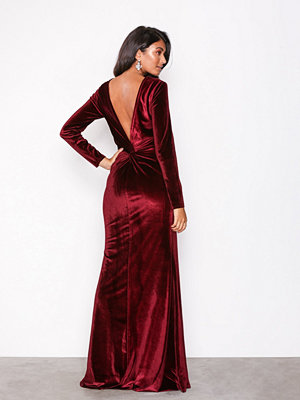 NLY Eve Twist Back Velvet Gown Burgundy