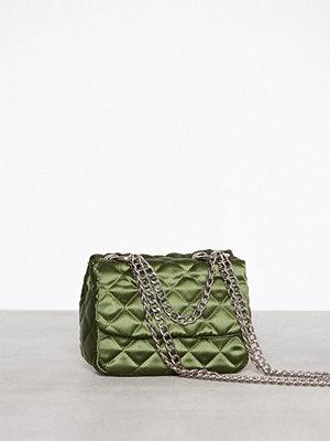 NLY Accessories omönstrad axelväska Triple Chain Bag Grön