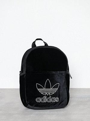 Adidas Originals svart ryggsäck med tryck Bp Inf Fashion Black