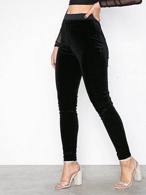 Vila svarta byxor Vinoa Hw 7/8 Velvet Legging
