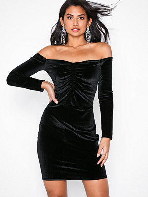 NLY Trend Sweetheart Velvet Dress