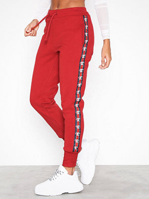 Svea röda byxor med tryck Violet Sweatpants