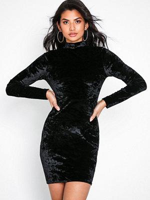 NLY Trend Velvet Polo Dress Svart