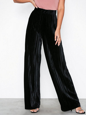NLY Trend svarta byxor Pleated Velvet Wide Pants Svart