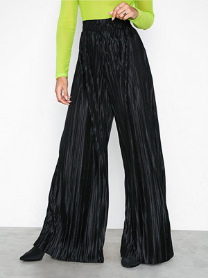 NLY Trend svarta byxor Super Wide Pleated Pants