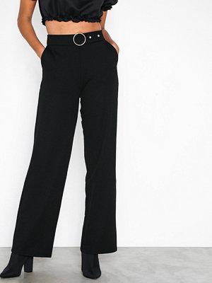 Pieces svarta byxor Pcvicca Hw Wide Pants Ff Svart
