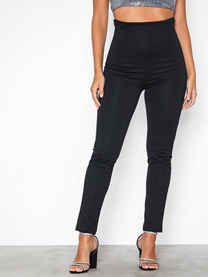NLY One svarta byxor Shape High Waist Pant