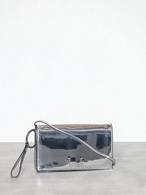 Calvin Klein Jeans vit axelväska Ckj After Hours 7AM Clutch Silver