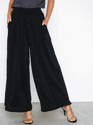Glamorous svarta byxor Textured Shimmer Trousers Black