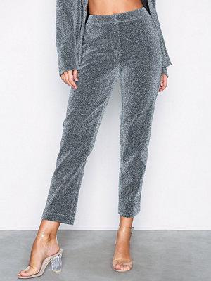 NLY Trend grå byxor Shiny Lurex Pants Silver