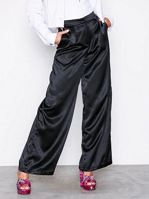 Glamorous svarta byxor Satin Trousers Black