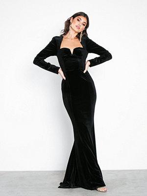 NLY Eve Sweetheart Neckline Velvet Gown Svart