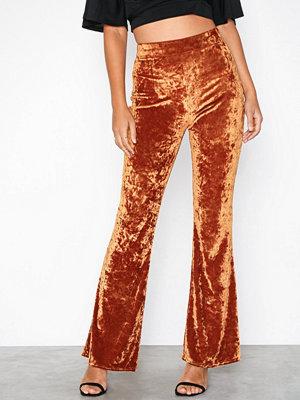 NLY Trend röda byxor Crushed Velvet Show Pants