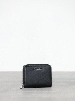 Plånböcker - Calvin Klein Stitch Med Zip W/Flap Svart