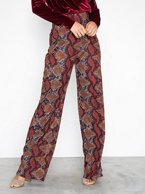 NLY Trend mönstrade byxor Snake Wide Pants