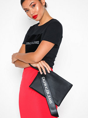 Calvin Klein Jeans svart kuvertväska Logo Banner Medium Pouch