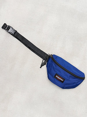 Eastpak marinblå axelväska Springer Blue