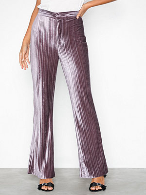 By Malina omönstrade byxor Gloria pants Aubergine