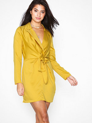 Missguided Plunge Collar Tie Shift Dress