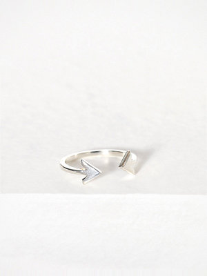 Syster P Strict Plain Double Arrow Ring Silver