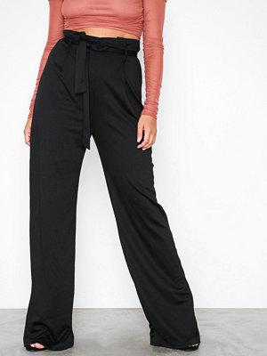 NLY Trend svarta byxor Paperbag Waist Pants