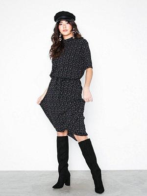 Jacqueline de Yong Jdypiper 2/4 Highneck Dress Wvn Exp Svart